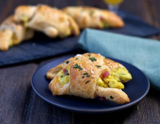 Easy-Ham-and-Cheese-Breakfast-Rolls-5web