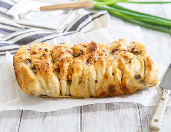 Cheesy Breakfast Pull-Apart Bread Recipe