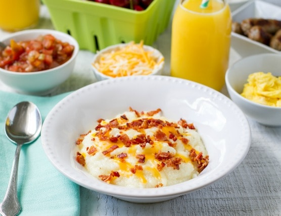 Easy, Cheesy Grits with Bacon