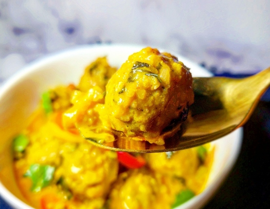 Red Curry Meatballs with Cauliflower Rice